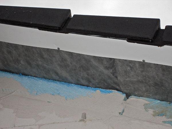 garagendach und boden mit estrich abschlu blech unter den dachsteinen. Black Bedroom Furniture Sets. Home Design Ideas